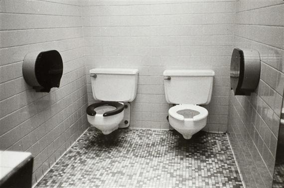 Zoe Leonard, 2-toilets (1994)