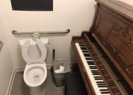 Toilet voor piano-leerlingen