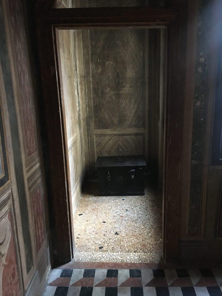 Toilet of geen toilet. Venetië opent ogen