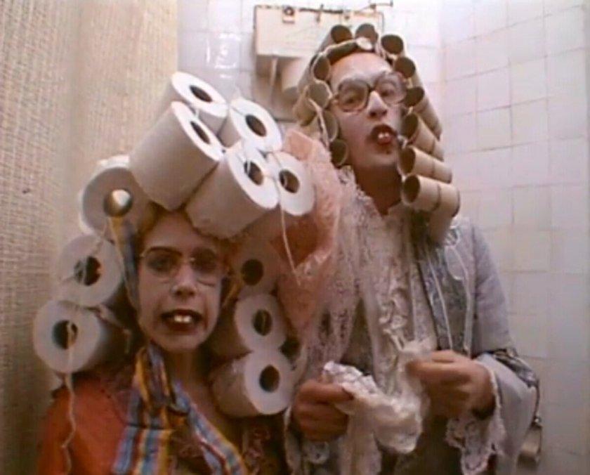 thea en theo met toiletrollenpruik