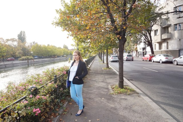 Pantaloni bleo din Second-Hand - Lorys Blog
