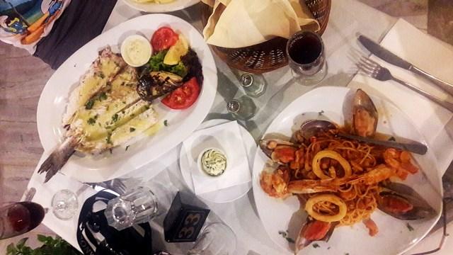 cina la Lolos Restaurant in Kamari, Santorini