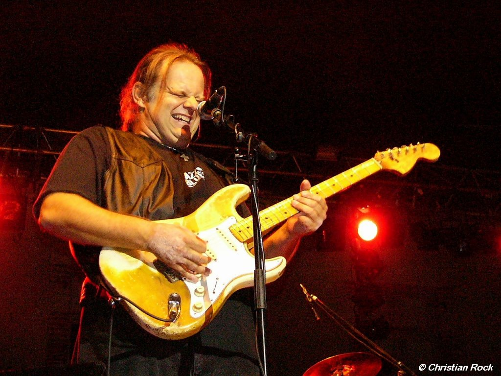 https://i2.wp.com/loreillebleue.free.fr/images/Photos/Walter_Trout_01G_CR.jpg