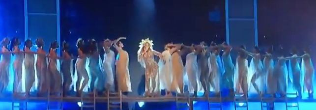 Beyonce w her Dancing Angels