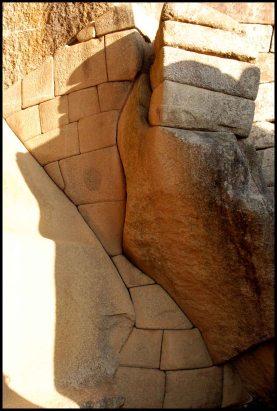 """mur """"sablier"""" sous le temple du soleil/ hourglass wall below the temple of he sun"""
