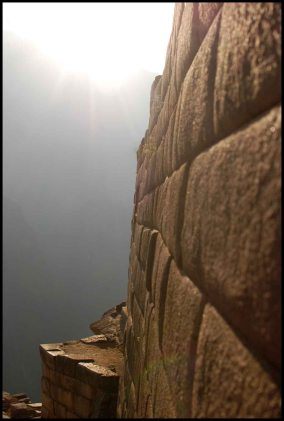 mur du temple du soleil / wall of the temple of the sun