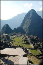 vue de la place centrale et du Huayna Picchu depuis la maison du guarde