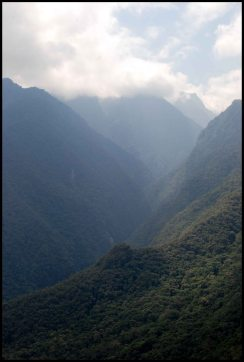 Cloud forest and surrounding mountains from Putucusi trail