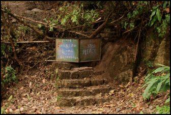chemin d'accès à Putucusi /entrance to the Putucusi trail