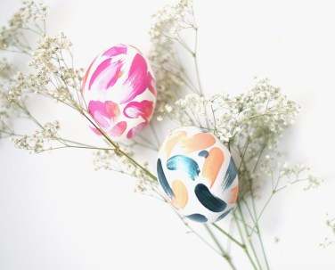 DIY-simple-abstract-easter-eggs-6