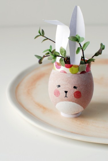 Easter-Bunny-Vases-from-egg-shells-3-600x896