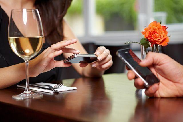 redes sociales y vino - Cómo utilizar el marketing digital en el sector del vino 🍷