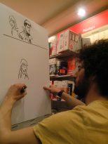 Fabio Cioffi in una dimostrazione di disegno live.