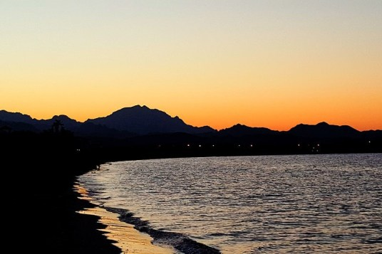 Stroll 100 yards to the beach and enjoy an amazing sunset over the Sierra de la Giganta.