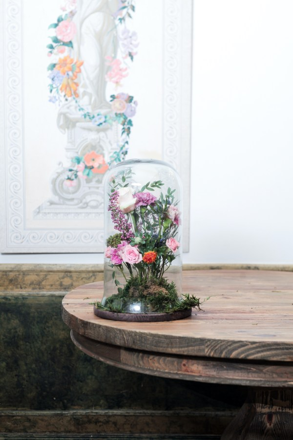arreglo floral en campana Loreto Aycuens comprar flores madrid