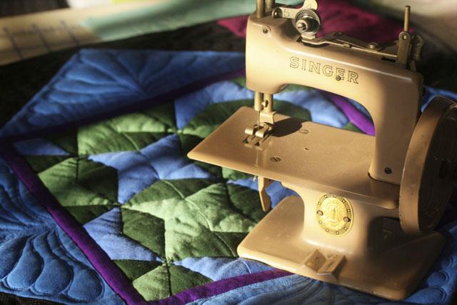 Vintage Sewing Machine, Singer, Toy Sewing Machine, Amish Quilt, Quilt