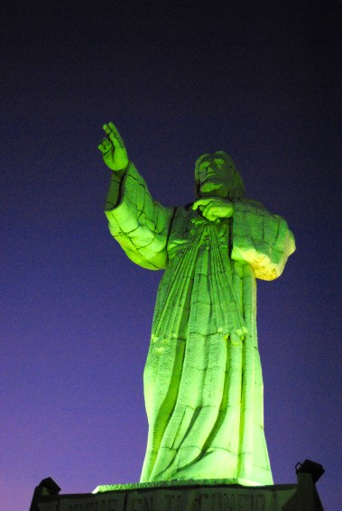 Jesucristo lit up at night