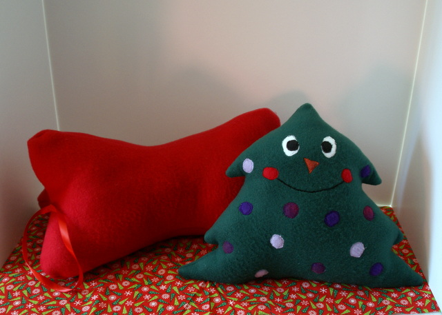 Easy Holiday Fleece Pillows Free Tutorial Lori Miller