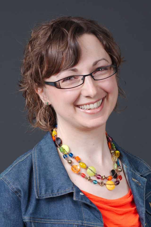 Headshot of Canadian author Lori Wolf-Heffner