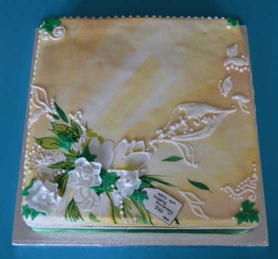hand painted cake, weddinganniversary cake, pearl anniversary, grean and cream coloured cakes, hand painted cakes, sugar flowers on cake
