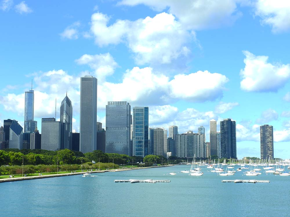 chicago-skyline-by-the-water