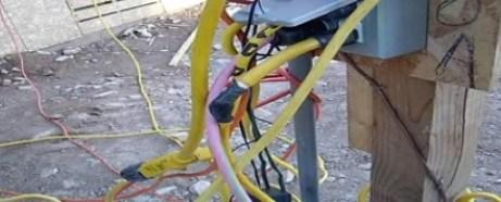 cables en la obra de construcción