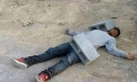 siesta - albañil durmiendo con blocks