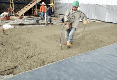 Colado de concreto a nivel del terreno