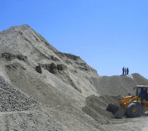 montaña de arena en la construcción
