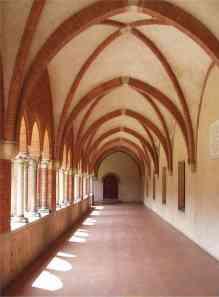 Il chiostro dell'abbazia di Chiaravalle, Milano