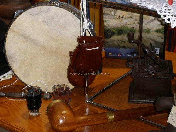 Pipa, castañuelas y pandereta artesana