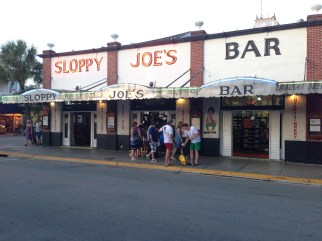 Sloppy Joe's Bar en la calle Duval en Key West