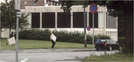 Los ladrones saliendo del Museo Munch con las obras robadas (2004). Foto: lanacion.com.ar