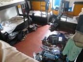 El hostel es una maravilla, pero la gente que nos tocó en la habitación... unos guarros y unos desordenados, ni un hueco tenia para dejar mi mochila en el suelo, ni siquiera abrir el taquillero existente bajo la cama... ejem