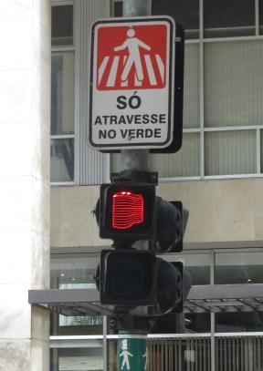 Este semáforo nos advierte que estamos llegando al Edificio Copan.