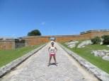 A punto de entrar en la fortaleza, que por cierto no sabíamos que se pagaba una pequeña entrada y la chica nos debió ver cara de pobres y nos dejó pasar sin pagar ;)