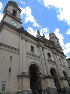 En la plaza Matriz se encuentra la Catedral Metropolitana de Montevideo