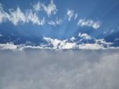 ... pero a mediodía, esta línea perfecta de nubes daba paso a un sol fortísimo para el resto del viaje.