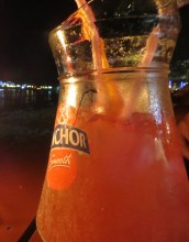 Por 6$ podías conseguir una jarra de Mai Thai. Brindamos a vuestra salud amigos CERNíacos! :D