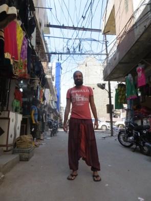 Estos pantalones tan cómodos y frescos los compramos en Pushkar. Precio: 2,9 Eur O_o