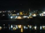 Rishikesh à la nuit, con las luces reflejadas en el río Ganges