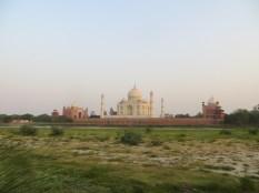 La segunda y última parada del día era para ver el atardecer y babear viendo el Taj Mahal desde la otra orilla del río Yamuna