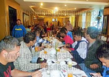 Jugadores toman desayuno en Huaraz. Foto: LOSLOCOSDESIEMPRE.COM