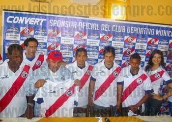 Presentan nueva camiseta. Foto: LOSLOCOSDESIEMPRE.COM/Manolo Cadillo