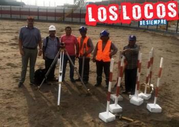 Trabajadores posan ante el lente de LOSLOCOSDESIEMPRE en el inicio de los trabajos en el estadio Iván Elías Moreno.