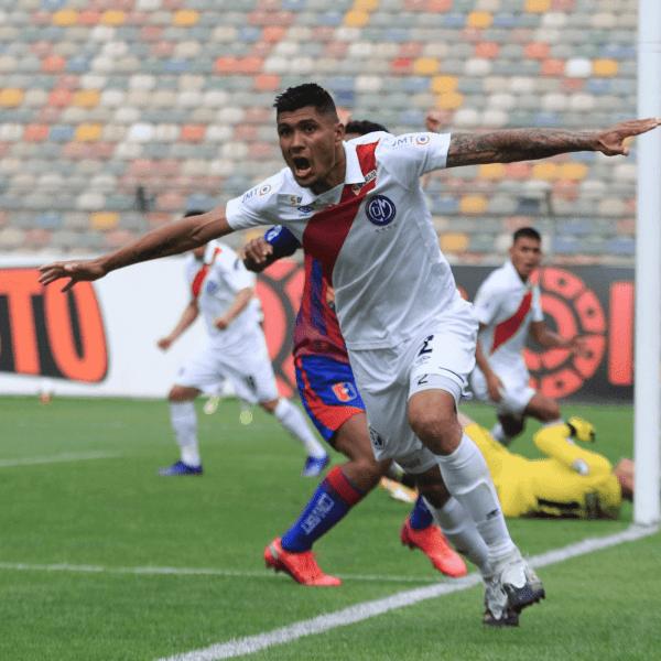 Hernán Lisi debutó en el banco edil goleando 3-0 a Alianza Universidad