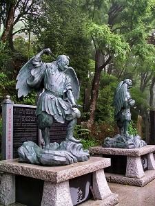 Estatuas de los Hombres Pájaros o también llamados en Japón LOS TENGU.
