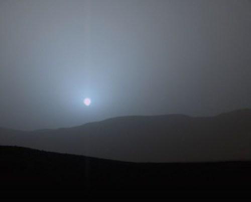 Color azulado del cielo marciano, con atmósfera.