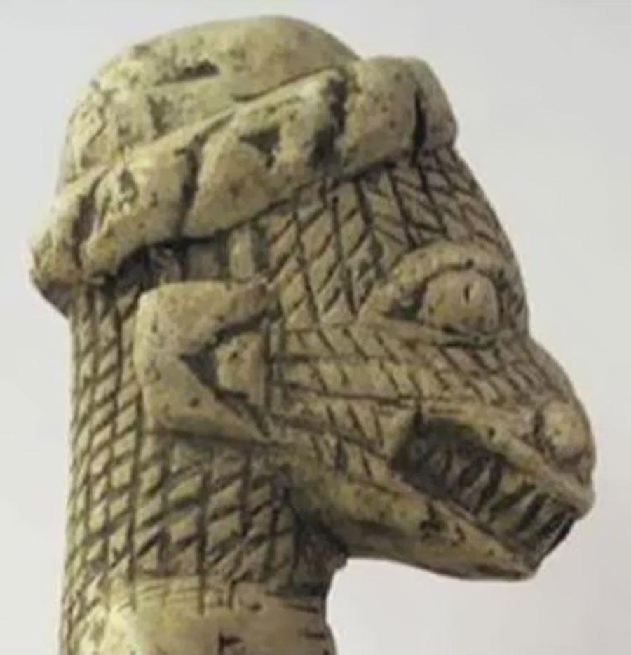 1-Nomoli de Sierra Leona; todos estos Nomoli tienen 17000 años de antigüedad.