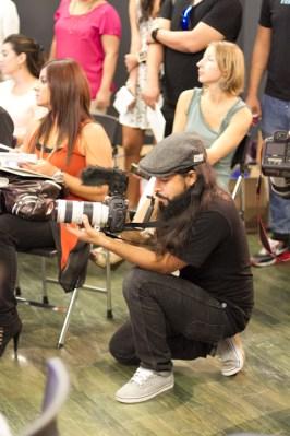 Pedro Huck Rosa de Mundo Rad documentando la conferencia de prensa.